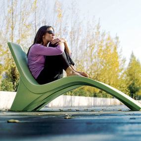 Outdoor Chaise Lounge Chill 35 from Landscape Forms – a cool way to lounge