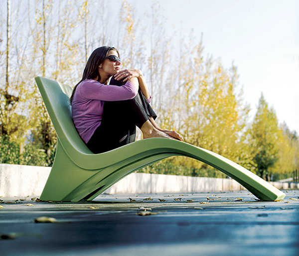 landscape forms chill outdoor chaise lounge Outdoor Chaise Lounge Chill 35 from Landscape Forms   a cool way to lounge