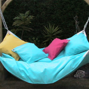 Oversized Outdoor Hammock – Beanock, a hammock and beanbag combo