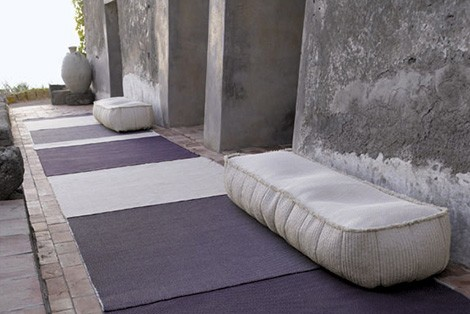 paola-lenti-outdoor-soft-pouf-play-1.jpg