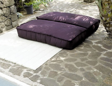 paola-lenti-outdoor-soft-pouf-play-2.jpg