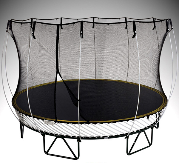 Safe trampoline with no springs springfree for Springfree trampoline