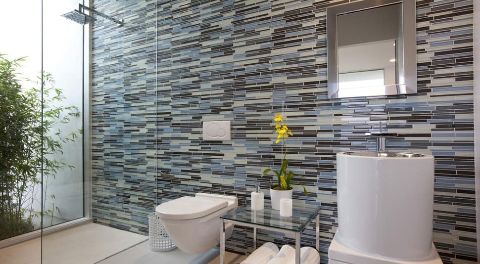 View in gallery long horizontal tile jpg Top 10 Tile Design Ideas for a Modern Bathroom 2015