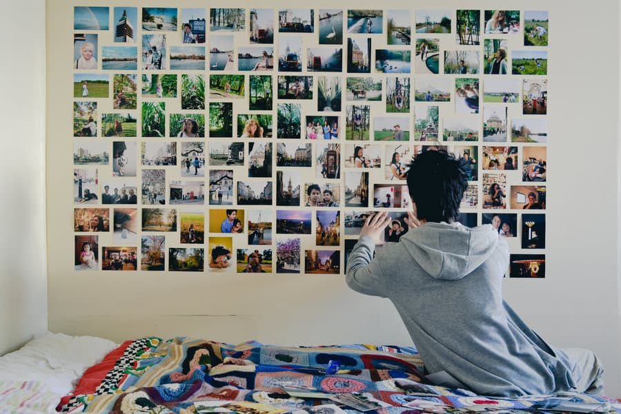 View in gallery dorm-room-photo-wall.jpg