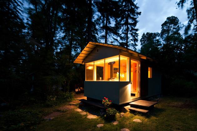 15-tiny-gateway-vacation-cabin-designs-12a.jpg
