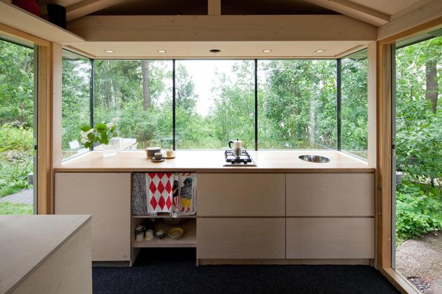 15-tiny-gateway-vacation-cabin-designs-12b.jpg