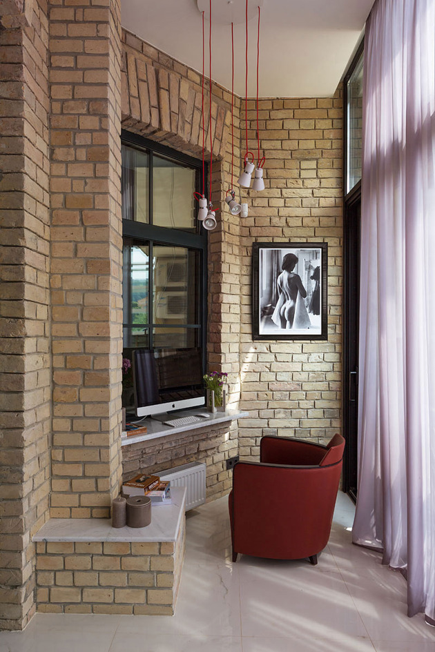 quick-decorating-idea-balcony-office-1.jpg