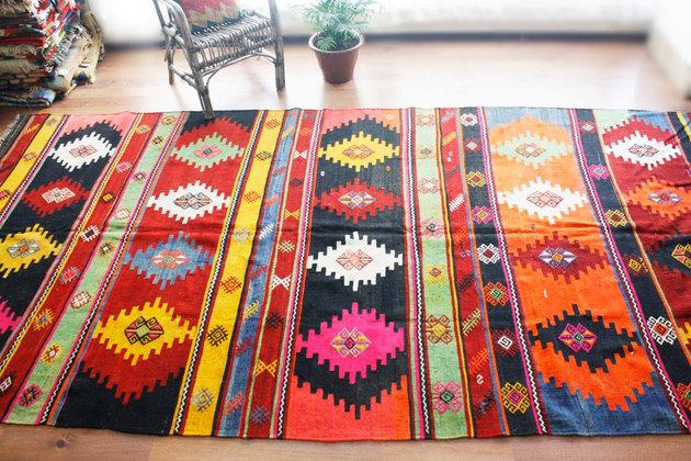 1940s-decorative-turkish-kilim-anatolian-rug-natural-wool-142-by-71.jpg