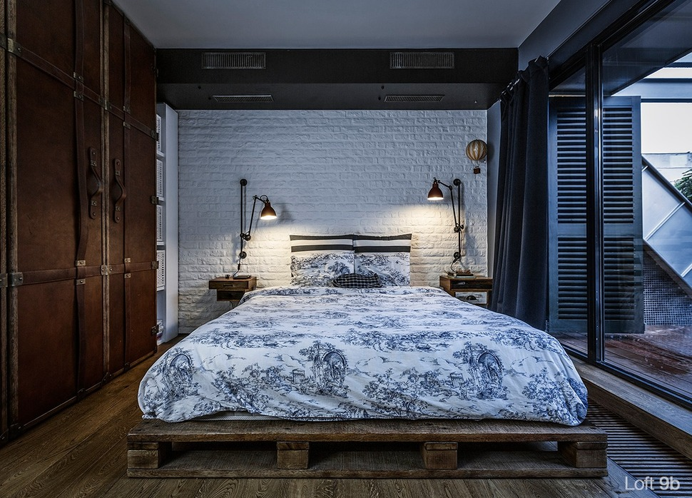 View In Gallery Rustic Pallet Bed