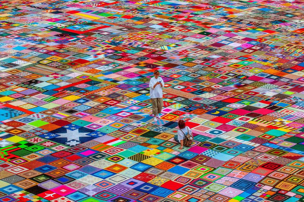 This Crochet Granny Squares Blanket is the Largest in the World ... : crochet quilt squares - Adamdwight.com