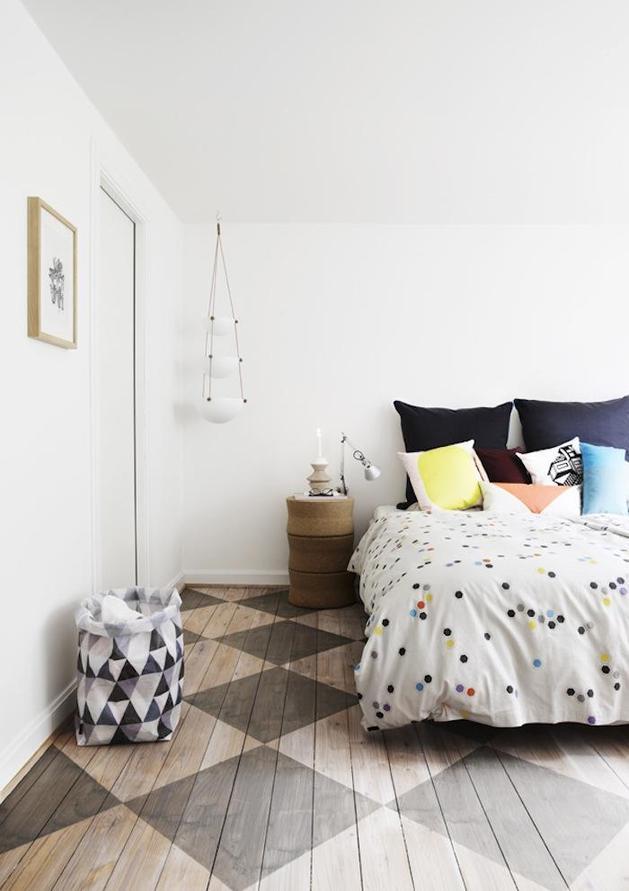 stencil-diamond-pattern-wood-floors-bedroom.jpg